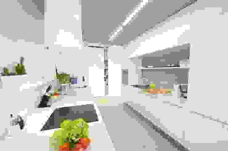 Mieszkanie na Sadach Żoliborskich Minimalistyczna kuchnia od STOPROCENT Architekci Minimalistyczny