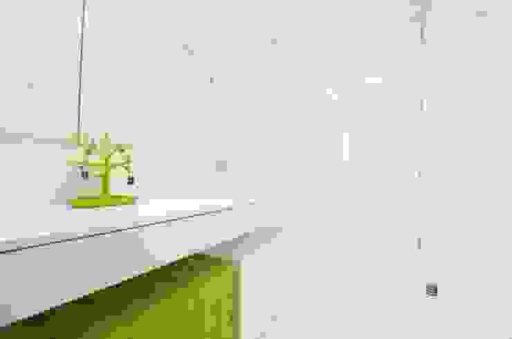 Mieszkanie na Sadach Żoliborskich Minimalistyczna łazienka od STOPROCENT Architekci Minimalistyczny