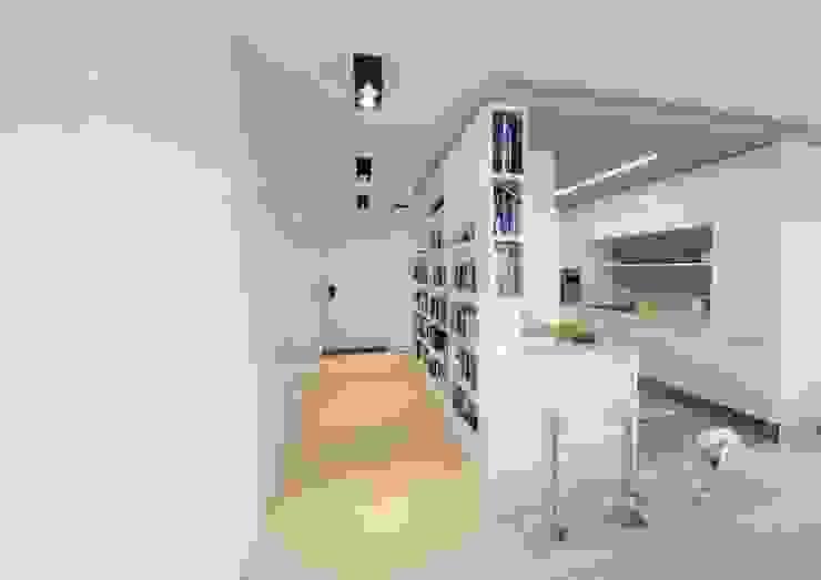 Modern corridor, hallway & stairs by STOPROCENT Architekci Modern