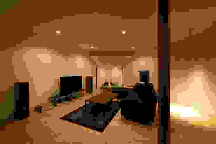 HMN residence 04 モダンデザインの リビング の 浅香建築設計事務所 asaka architectural design モダン