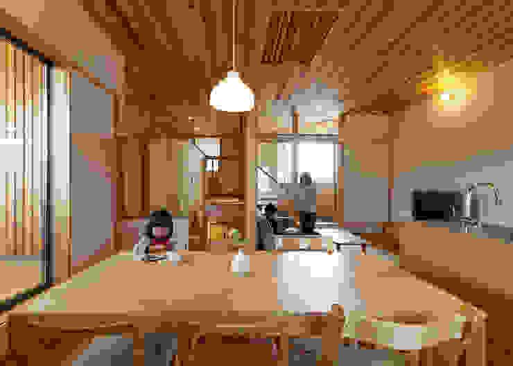 N House モダンデザインの リビング の 磯村建築設計事務所 モダン