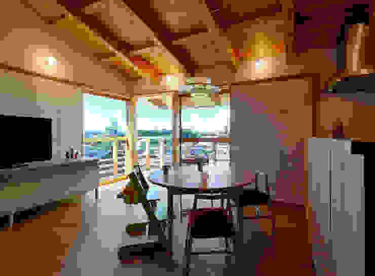 Modern dining room by 磯村建築設計事務所 Modern