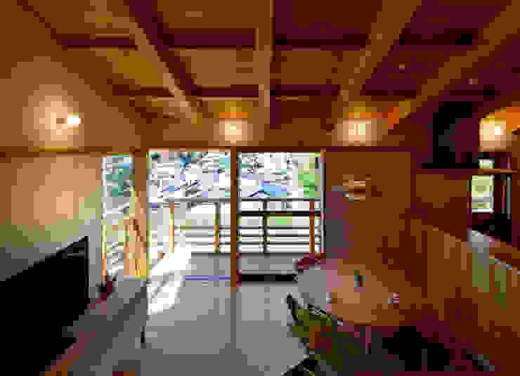 リビングダイニング モダンデザインの リビング の 磯村建築設計事務所 モダン