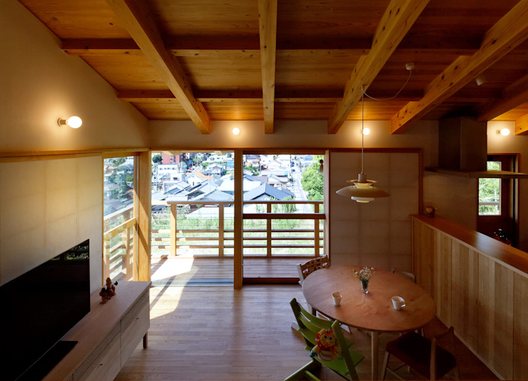 Modern living room by 磯村建築設計事務所 Modern