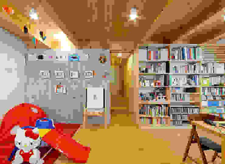 IR House モダンデザインの 多目的室 の 磯村建築設計事務所 モダン