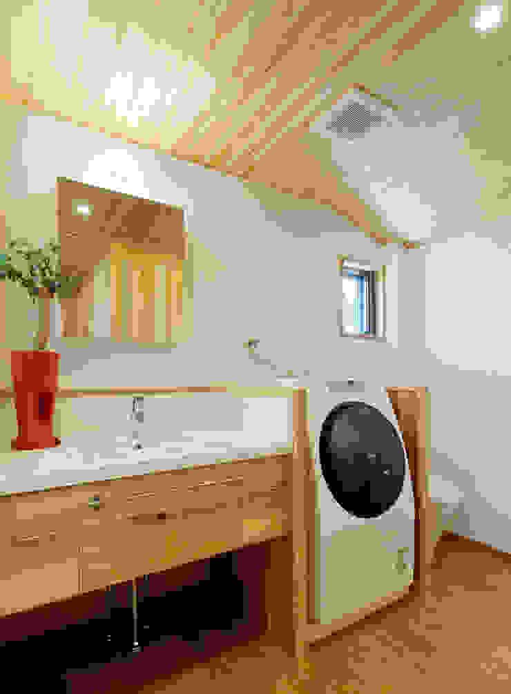 Modern bathroom by 磯村建築設計事務所 Modern