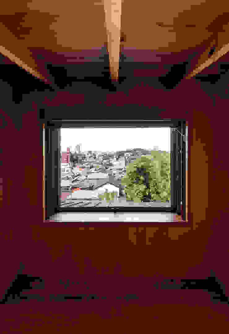 Modern media room by 磯村建築設計事務所 Modern