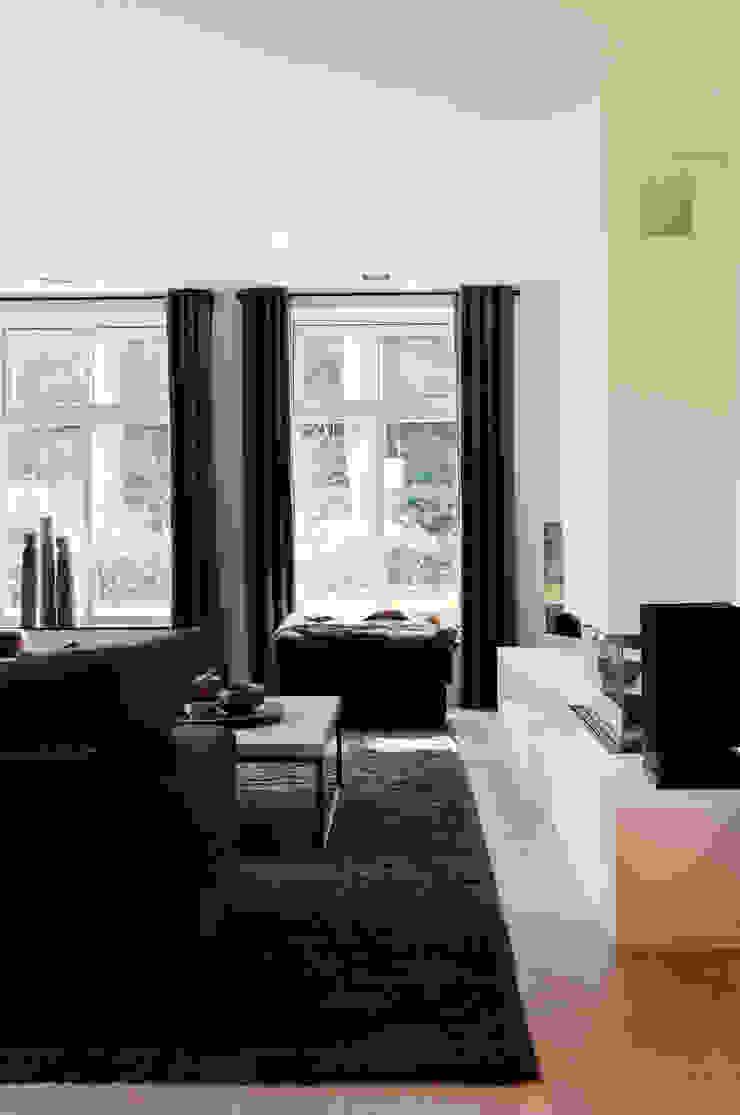 Project Ten Klei Moderne woonkamers van huis van strijdhoven Modern