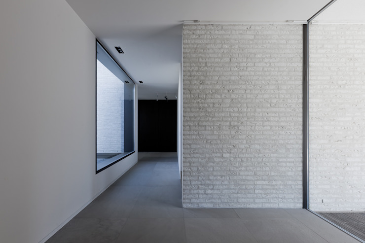 Woning VAWE Minimalistische gangen, hallen & trappenhuizen van areal architecten cvba Minimalistisch
