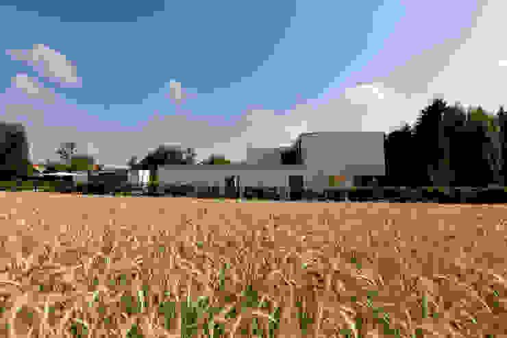 Woning VAWE Minimalistische tuinen van areal architecten cvba Minimalistisch