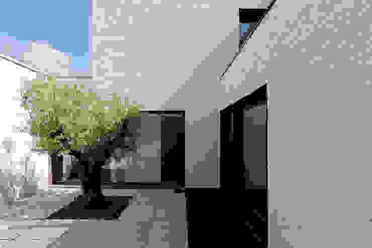 Woning VAWE Minimalistische balkons, veranda's en terrassen van areal architecten cvba Minimalistisch