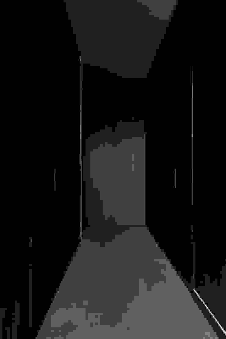 Woning VAWE Minimalistische kleedkamers van areal architecten cvba Minimalistisch