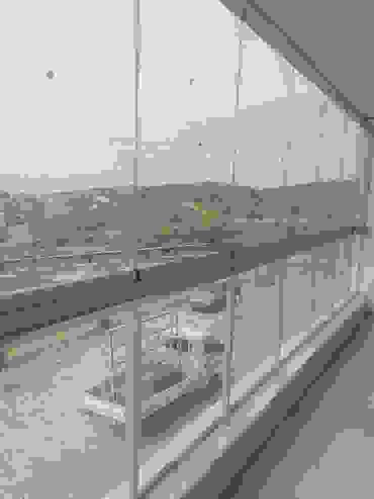 CAM KORKULUKLU CAM BALKON UYGULAMASI Modern Balkon, Veranda & Teras PENPARK CAM BALKON SİSTEMLERİ Modern
