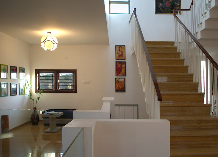 Mr.RAMKUMAR RESIDENCE , UTTRAHALLI, BANGALORE Minimalist corridor, hallway & stairs by perspective architects Minimalist