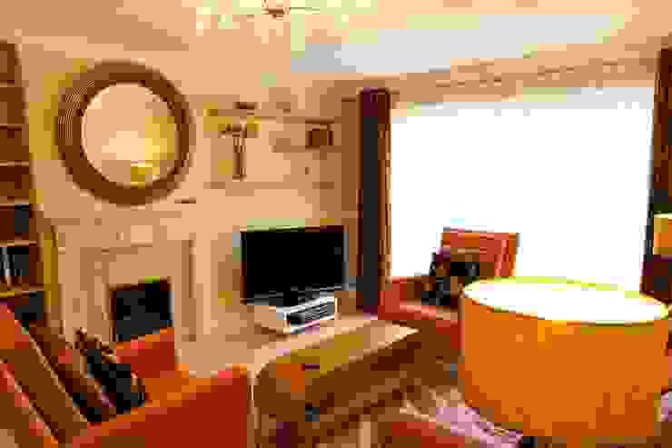 Living Room, showing AV Wall Modern living room by Chameleon Designs Interiors Modern