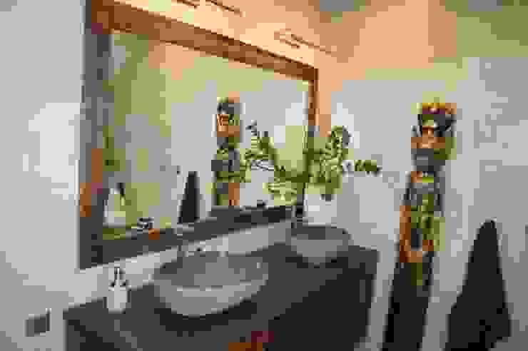 Aranżacja: styl , w kategorii Łazienka zaprojektowany przez Industone,Egzotyczny