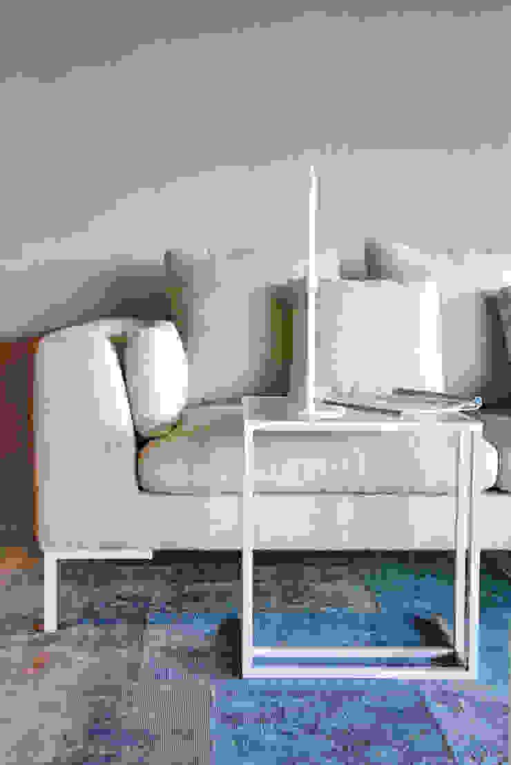 Boba sofa: modern  door Asiades, Modern