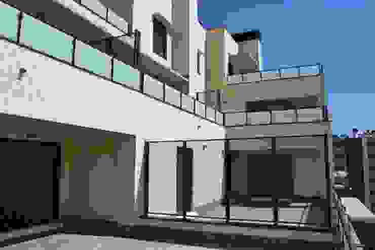 Vista terrazas Balcones y terrazas de estilo moderno de ALIA, Arquitectura, Energía y Medio Ambiente Moderno