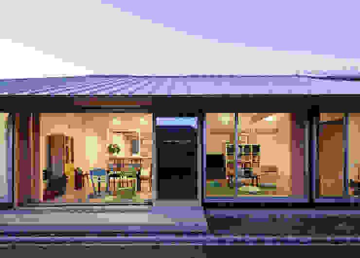 ダイニングの大きな窓 モダンな 家 の m・style 一級建築士事務所 モダン 木 木目調