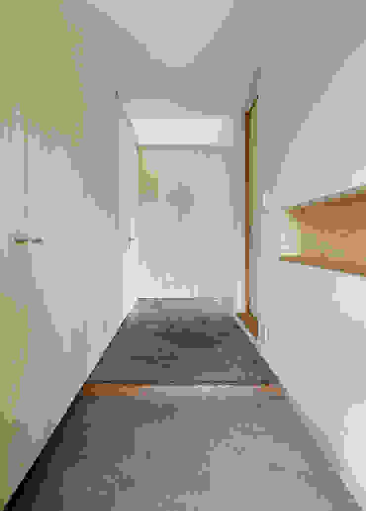 落ち着いた玄関 モダンスタイルの 玄関&廊下&階段 の m・style 一級建築士事務所 モダン 木 木目調
