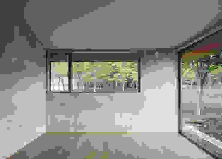 緑を眺めることのできる窓 モダンな 窓&ドア の m・style 一級建築士事務所 モダン アルミニウム/亜鉛