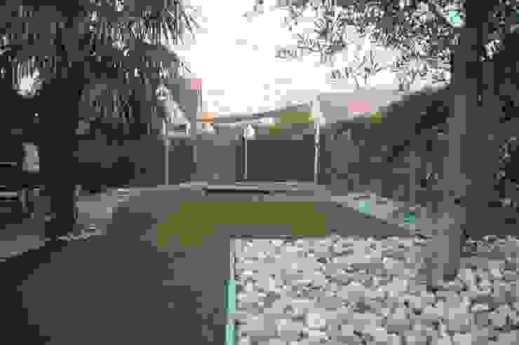 Modern Garden by EURL OLIVIER DUBOIS Modern