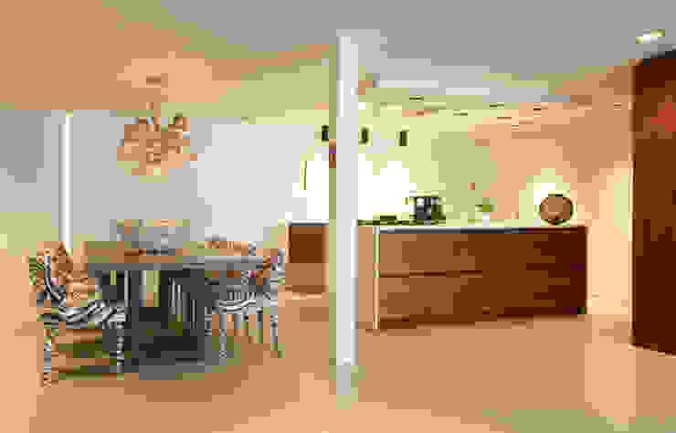 Kitchen: modern  door BB Interior, Modern