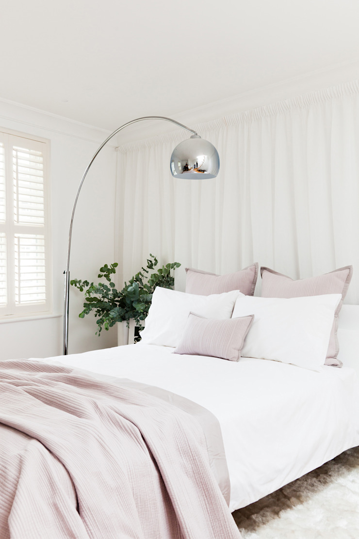 Cloudsley Road Minimalist bedroom by 2 lovely gays Minimalist