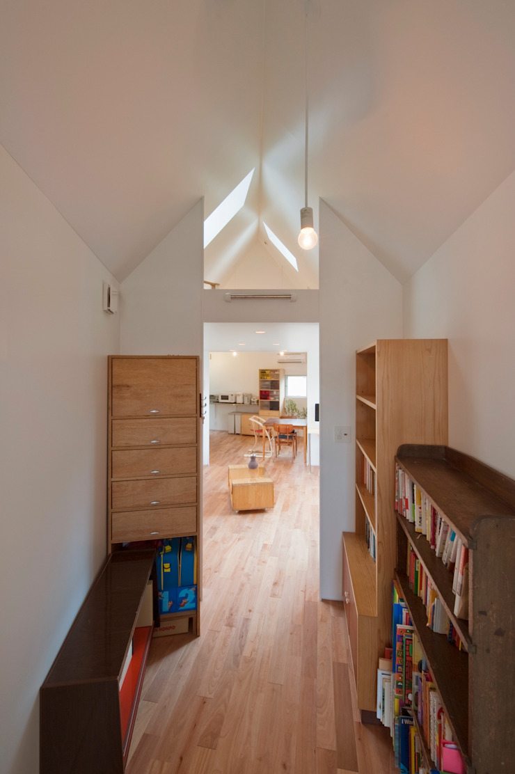 ​River side house / House in Horinouchi Modern Study Room and Home Office by 水石浩太建築設計室/ MIZUISHI Architect Atelier Modern
