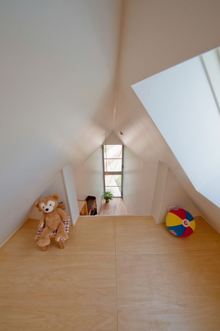 ​River side house / House in Horinouchi Modern Kid's Room by 水石浩太建築設計室/ MIZUISHI Architect Atelier Modern