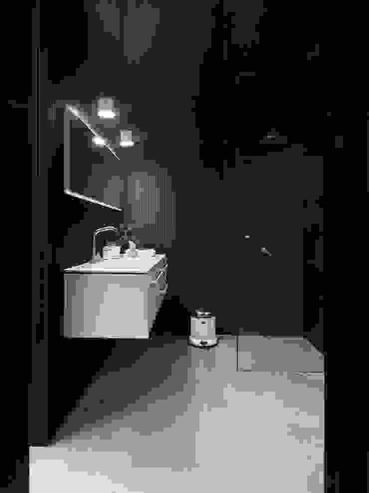Vipp bathroom: industrial  by Vipp, Industrial
