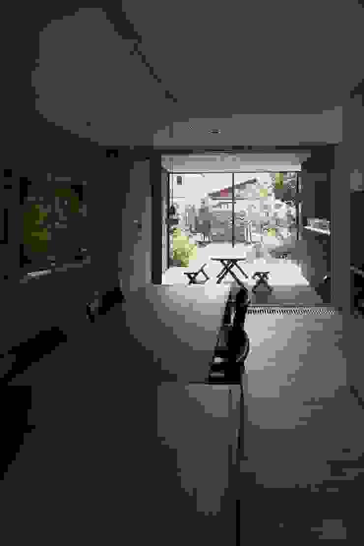 真駒内土間のある家 モダンデザインの ダイニング の 株式会社 遠藤建築アトリエ モダン