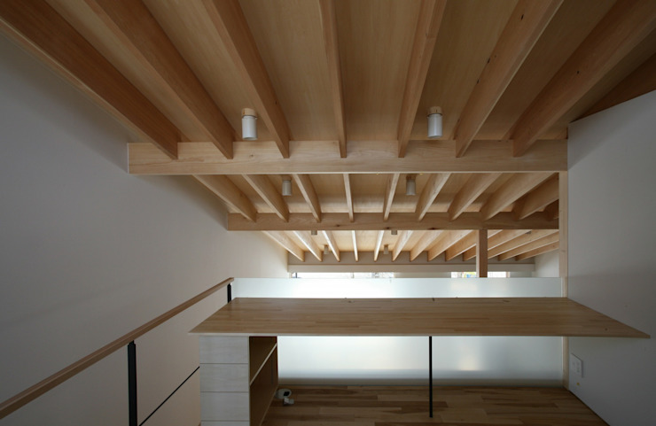 真駒内土間のある家 モダンスタイルの 玄関&廊下&階段 の 株式会社 遠藤建築アトリエ モダン