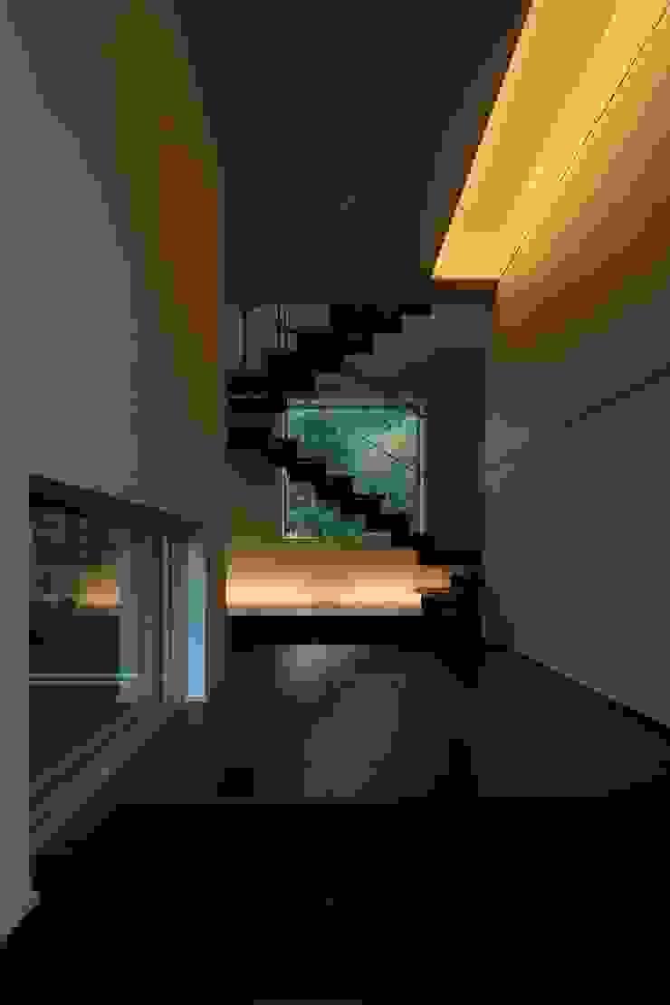 定山渓SKYHOUSE モダンスタイルの 玄関&廊下&階段 の 株式会社 遠藤建築アトリエ モダン