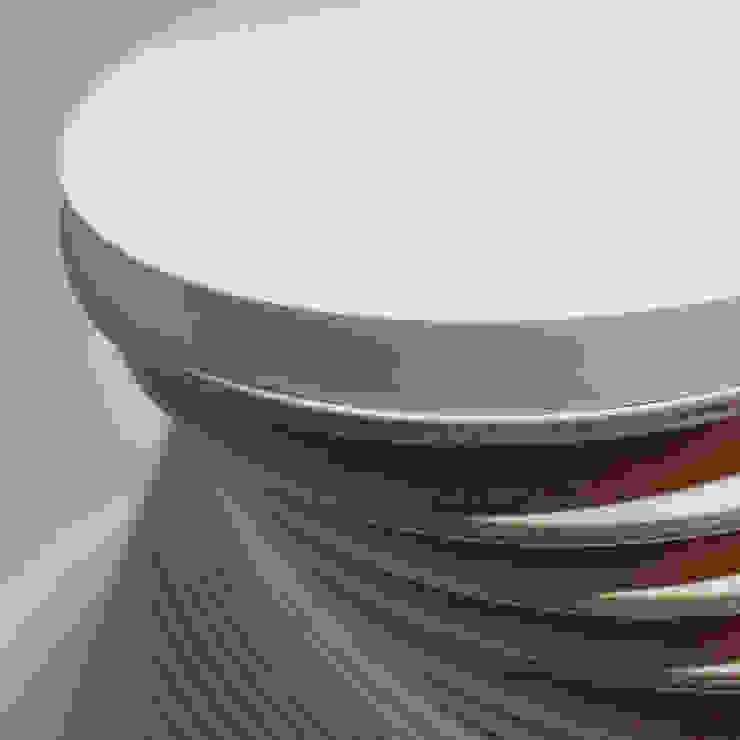 KLIFF – stolik kawowy z funkcją gazetnika od OM STUDIO Nowoczesny