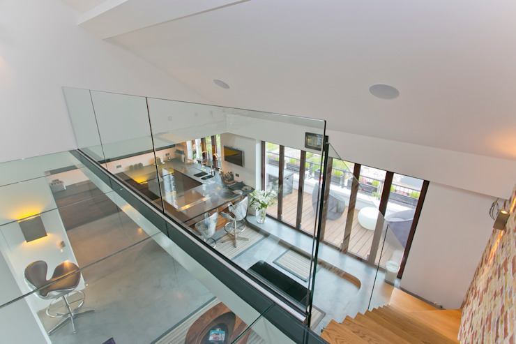 Staircase  : modern  by Temza design and build, Modern