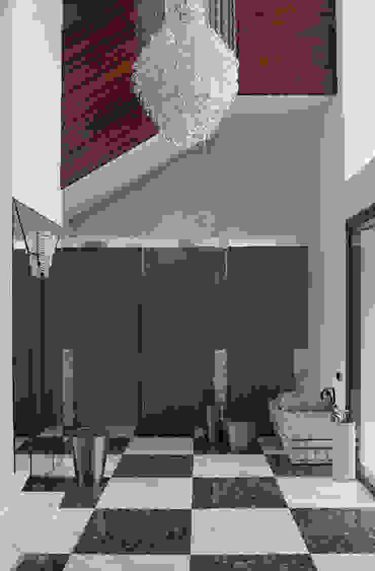 Лестница Коридор, прихожая и лестница в эклектичном стиле от Henry Bloom Эклектичный