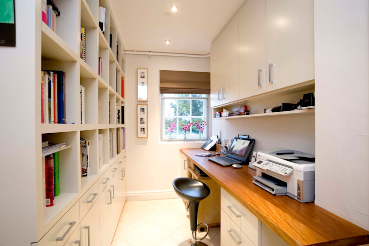 Library spaces Modern study/office by hana Modern