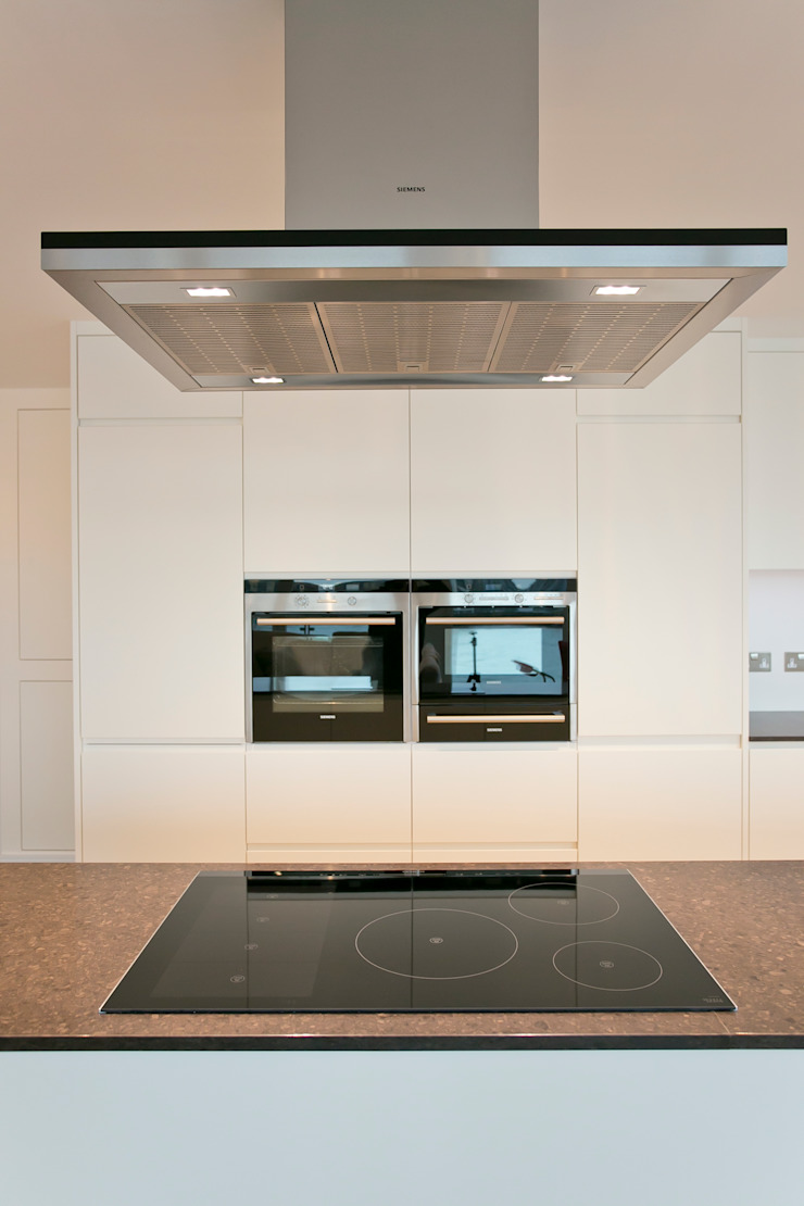 Kitchen appliances: modern  by Temza design and build, Modern