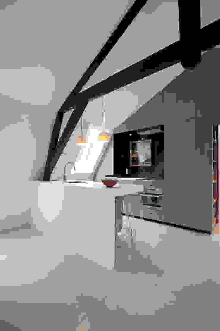 Appartement in Utrecht Minimalistische keukens van studio KAP+BERK Minimalistisch