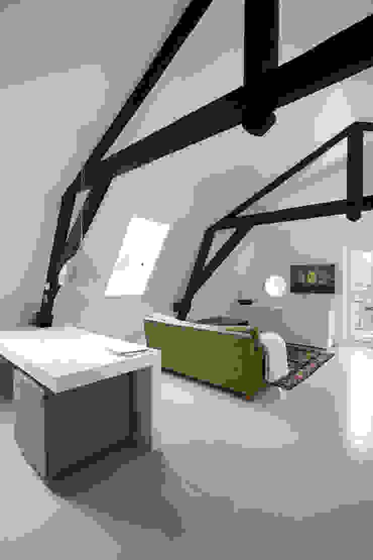 Appartement in Utrecht Minimalistische woonkamers van studio KAP+BERK Minimalistisch