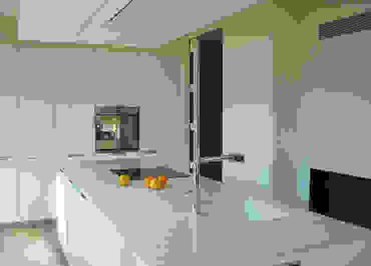 Minos-E Cocinas modernas: Ideas, imágenes y decoración de COCINAS SANTOS Moderno