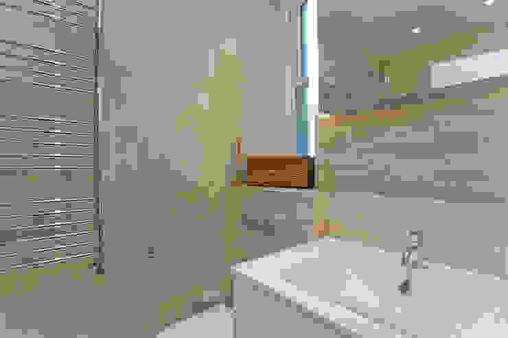 Bathroom 2 Modern bathroom by Temza design and build Modern