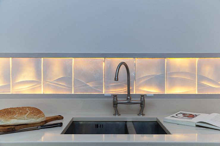 Rising Tide - Translucent kitchen splashback: minimalist  by Flux Surface, Minimalist