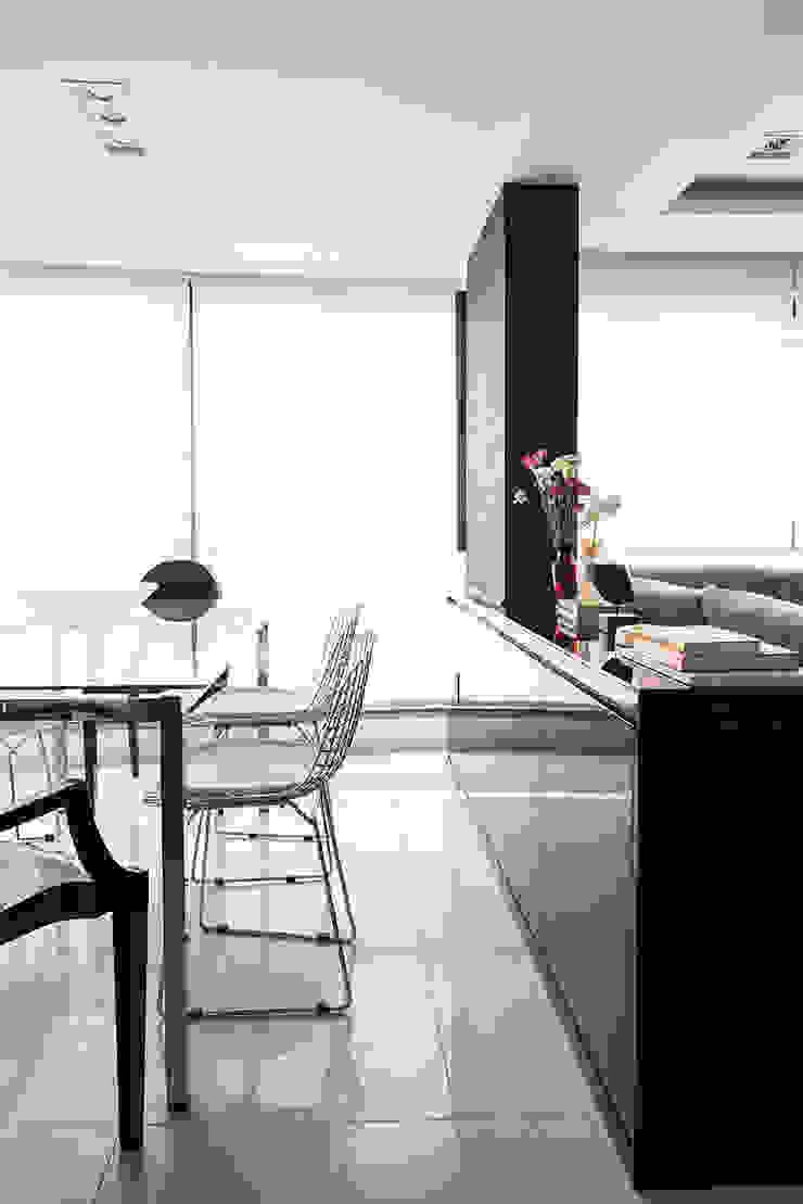 Jantar integrado com Estar Salas de jantar modernas por Blacher Arquitetura Moderno