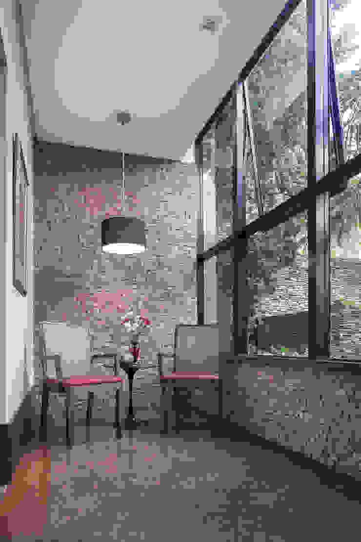 Ingresso, Corridoio & Scale in stile moderno di Blacher Arquitetura Moderno