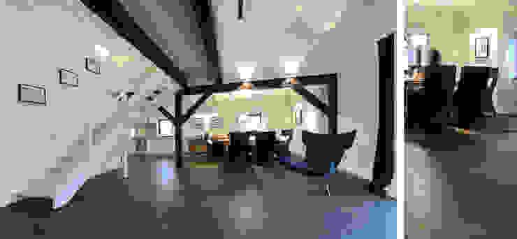 Salon w domu nad jeziorem w Miłomłynie - jadalnia Skandynawska jadalnia od Paszkiewicz Design Skandynawski