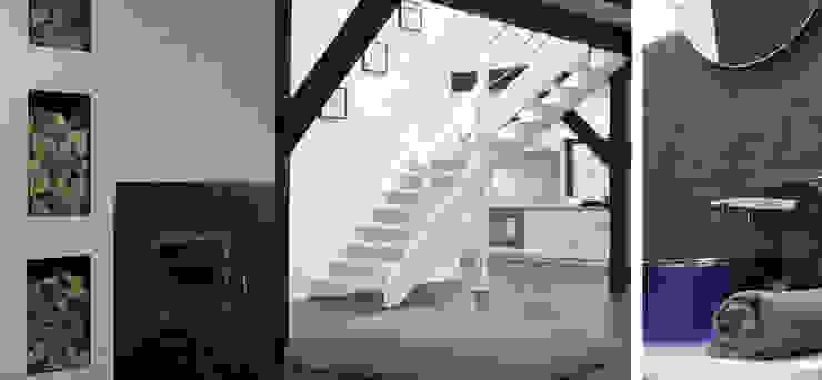 Salon w domu nad jeziorem w Miłomłynie - schody Skandynawski korytarz, przedpokój i schody od Paszkiewicz Design Skandynawski