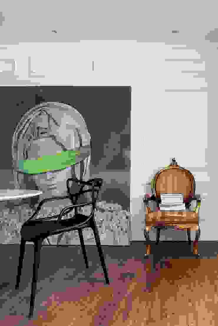 Quadro 'Blind Pietá' de Mark Gary Adams Lojas & Imóveis comerciais ecléticos por Albus Eclético