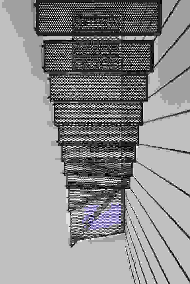 atelier d'architecture FORMa* Minimalistischer Flur, Diele & Treppenhaus